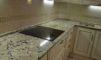 Столешница с выработкой отзывы белая глянцевая кухня и черная столешница
