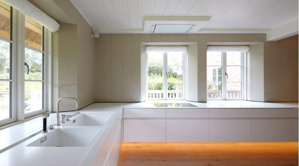 Белая мойка на кухню