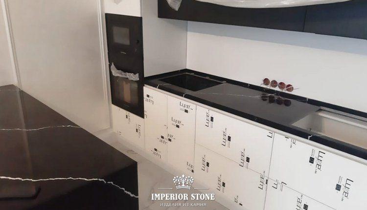 Кухонная столешница из кварца Vicostone Nero Marquina BQ8740