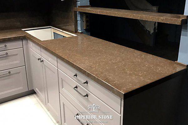 П-образная столешница на кухню и фартук из кварца TechniStone Athos Brown Noble Collection - фото