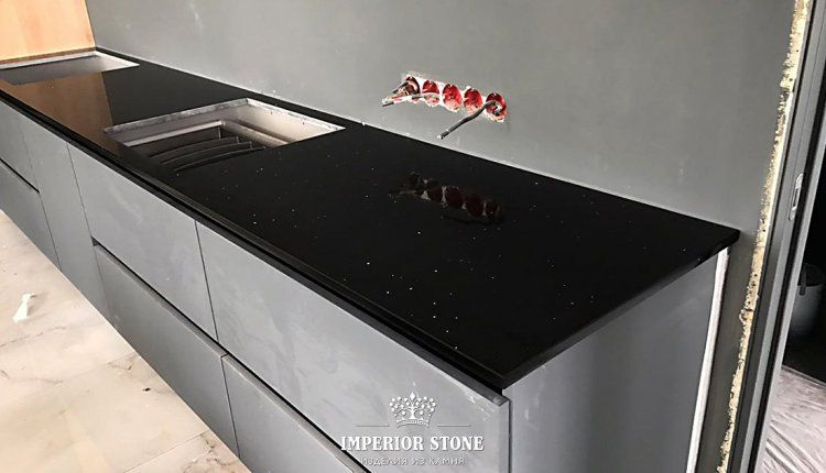 Темная кухонная столешница Avant Quartz 1240 Руан - фото