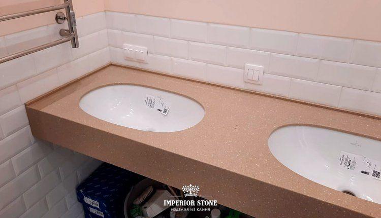 Светлая столешница из акрилового камня LG Hi-Macs G117 Cappucino Granite в ванну - фото