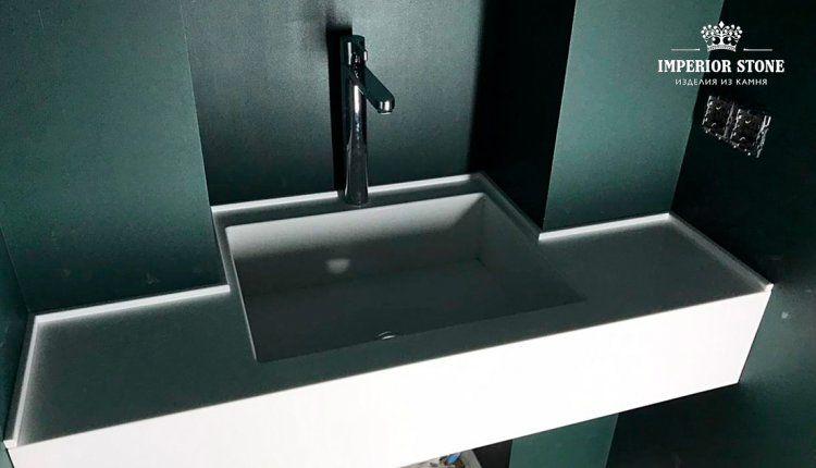 Столешница из белого акрилового камня с интегрированной мойкой в ванну Staron BW010 Bright White Solids - фото