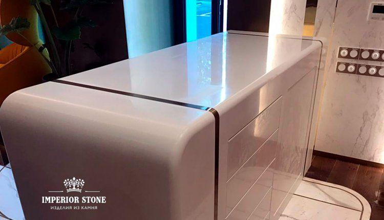 Стойка респшн из искусственного камня LG Hi-Macs S034 Diamond White коллекция Solid - фото