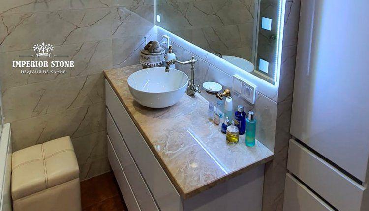 Столешница из бежевого мрамора для ванной - фото