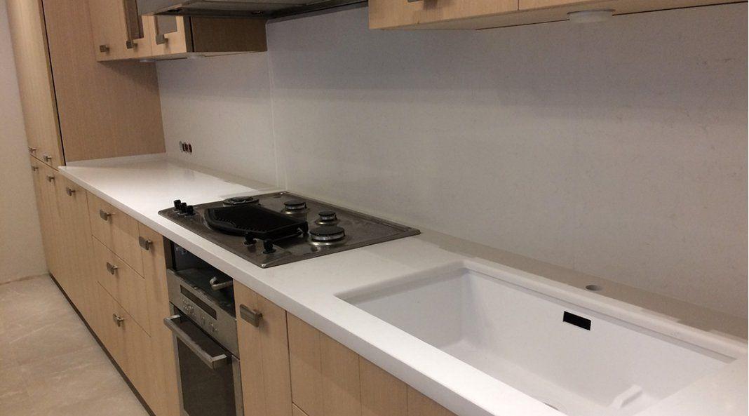 Белая столешница на кухню