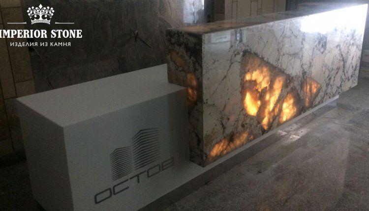 Столешница с подсветкой из кварцита - фото