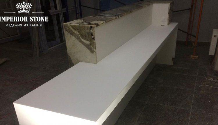 Натуральный камень кварцит в отделке интерьера - фото