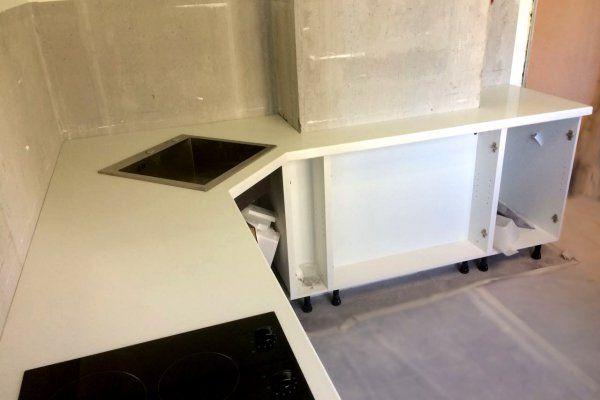 Белая столешница для кухни из кварцевого агломерата Samsung Radianz Diamond White DW105. Наш новый монтаж