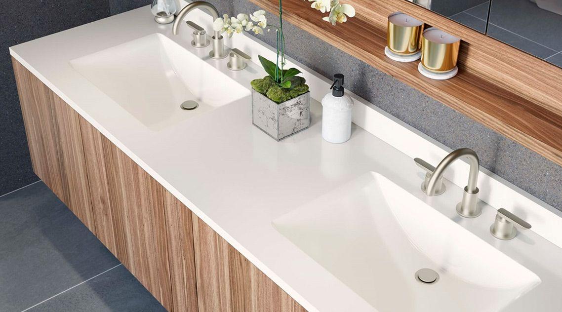 Акриловая столешница в ванну с интегрированными мойками