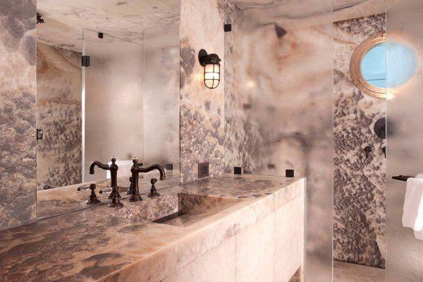 Столешница из розового оникса для ванной