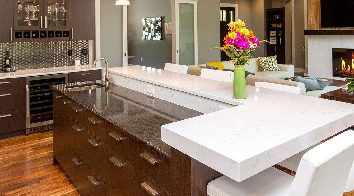 Благородный мрамор в интерьере кухни