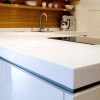 Акриловая столешница для кухни - фото