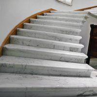 Мраморные ступени для лестниц - фото