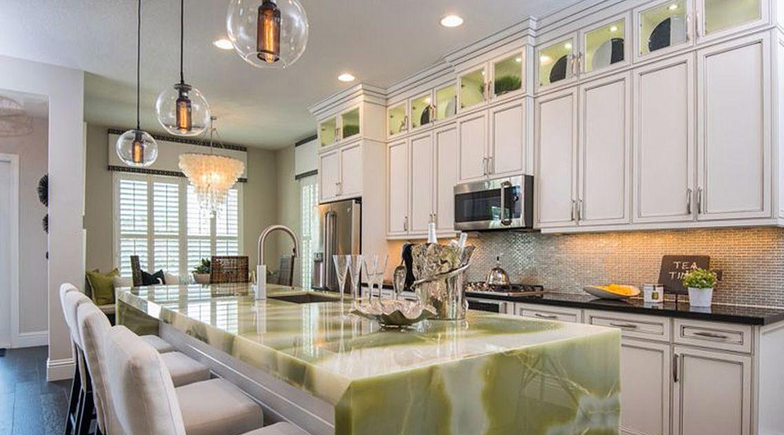 Столешница на кухню из зеленого оникса
