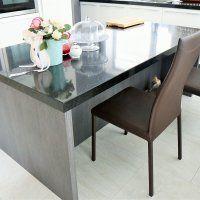 Столы из искусственного камня для кухни - фото