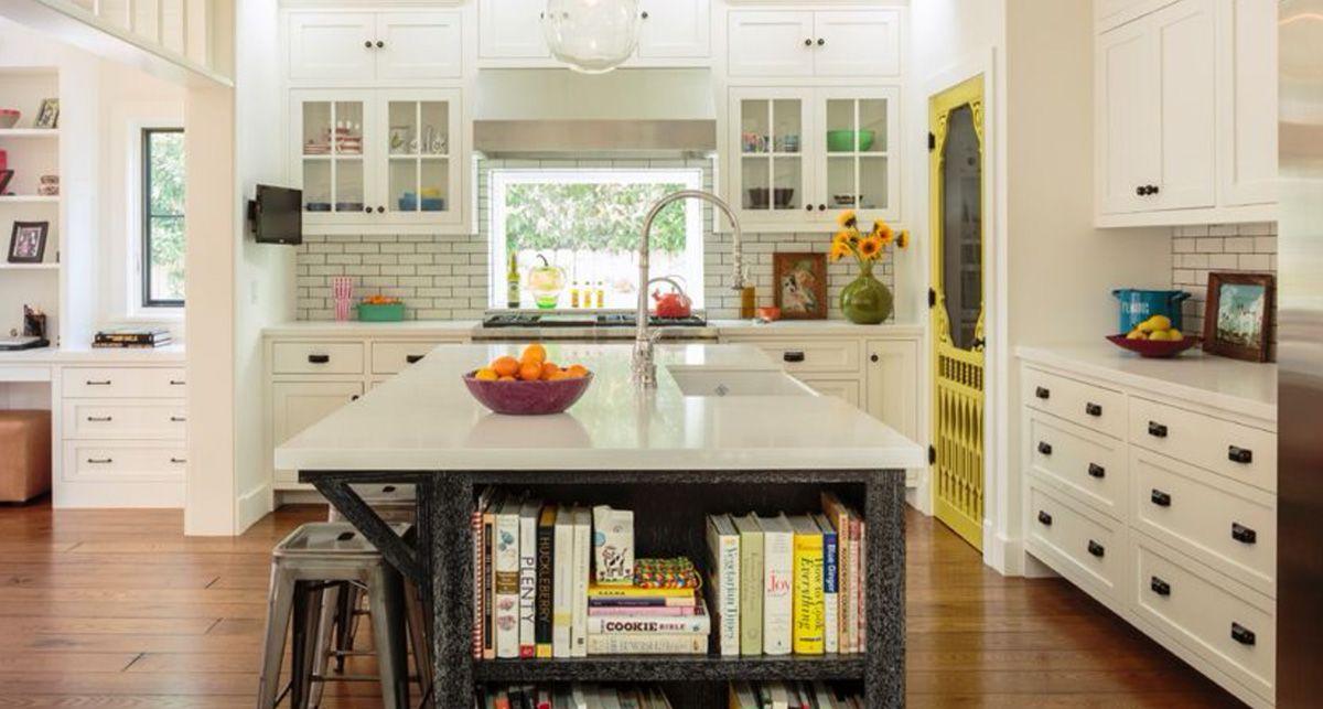Кухонный остров с белой акриловой столешницей Тристон