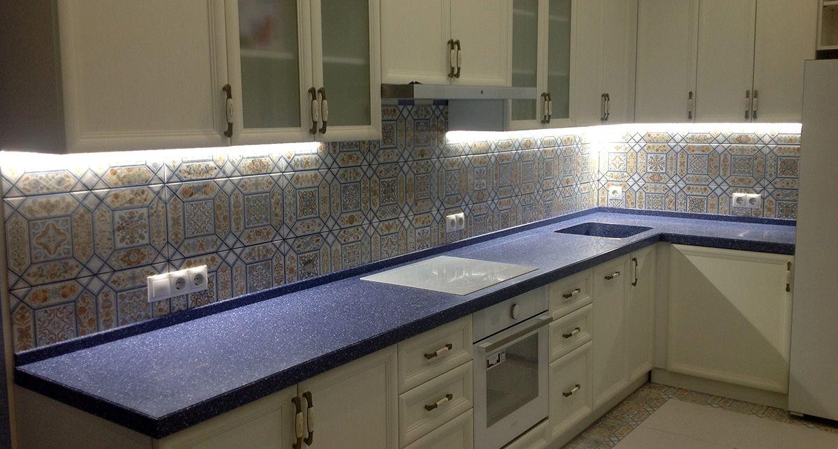 Синяя столешница для кухни из Tristone F-102 Aquamarine