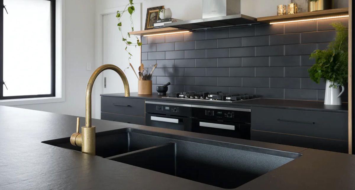 Темная кухонная столешница Dekton Sirius collection Solid