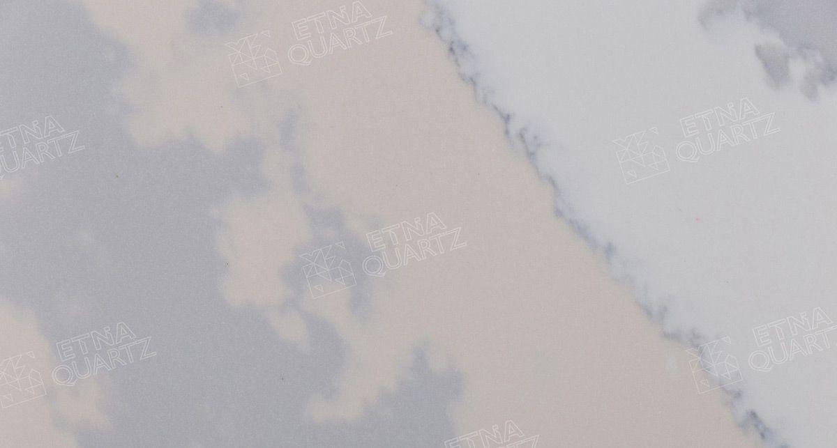 Серо-розовый полосатый кварц