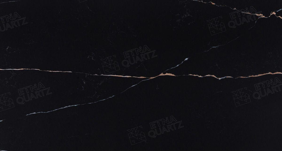 Фактура кварцевого агломерата Etna Quartz Sahara Noir EQHM 029